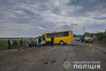 Поблизу селища Козова не розминулися рейсовий автобус та автомобіль Skoda