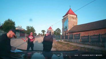 У місті Скалат Підволочиського району кандидат в народні депутати автомобілем наїхав на помічника одного із народних обранців