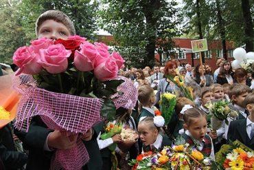 """1 вересня школярів та вчителів запрошують приєднатися до акції """"Благодійність замість квітів"""""""
