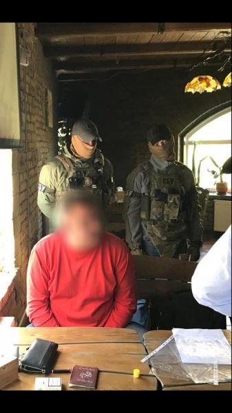 У Тернополі затримали рекетира, який вимагав 25 тисяч доларів