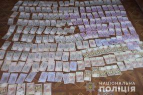 Заліщицькі поліцейські затримали зловмисника, який викрав з чужого будинку 90 тисяч гривень
