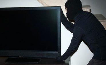 Секс на трьох закінчився крадіжкою телевізора