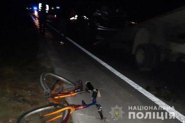 Під колесами мікроавтобуса загинув велосипедист