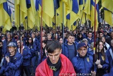 """Що робили на марші спротиву капітуляції """"майданарбайтери"""" у формі """"Нацкорпусу""""?"""