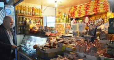 Шахрайка обікрала ятку на ринку та продуктовий магазин в центрі Тернополя