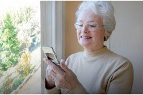 Як вибрати мобільний телефон для людини похилого віку: топ-3 важливих характеристик