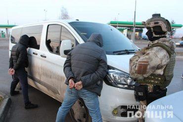 Групу заїжджих квартирних злодіїв піймали на виїзді з Тернополя оперативники