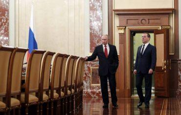 У Росії впав рубль на фоні відставки уряду Медведєва