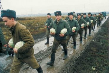 Зеленський відродив совкову традицію з армією
