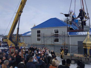 Скільки ще має загинути українських воїнів, щоб в Онишківцях помудрішали: у селі збудували церкву на кремлівські гроші