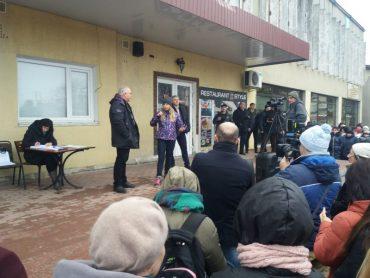 У Микулинцях громада і депутати виступили проти ввезення сотні евакуйованих з Китаю