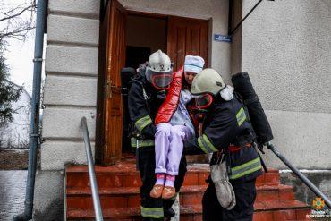 Рятувальник з Теребовлі романтично освідчився медсестрі із Золотників