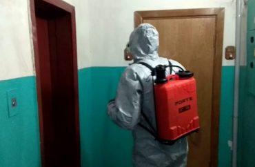 Шахраї у захисних костюмах та масках під виглядом дезінфекторів грабують квартири