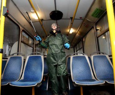 У Тернополі дезінфікують тролейбуси тричі на день, але водії маршруток як бігали в туалет в кущі, так і далі видають здачу та білети не надто чистими руками