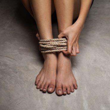 Мешканка Тернопільщини завербувала двох дівчат за кордон для сексуальної експлуатації