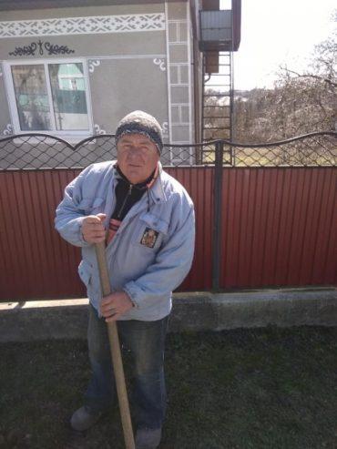 У селі Дзвиняч Заліщицького району нелюд роскалем проломав голову собаці сусідки