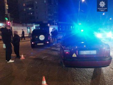 Дві автопригоди з потерпілими, з різницею у 5 хвилин, трапилися цієї ночі в Тернополі
