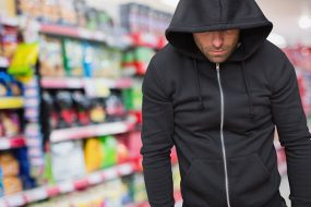 У Тернополі вже пограбували магазин, щоб прохарчуватися