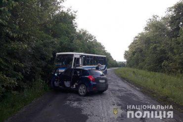 """На Теребовлянщині в рейсовий автобус """"Тернопіль-Чортків"""" врізалася іномарка"""