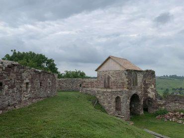 Замок у Підзамочку: міць оборонних мурів і можливість для дельтапланеризму