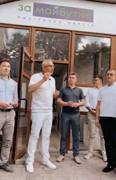 У колишньому магазині секонд-хенду відкрили офіс політичні перевертні з Партії Регіонів